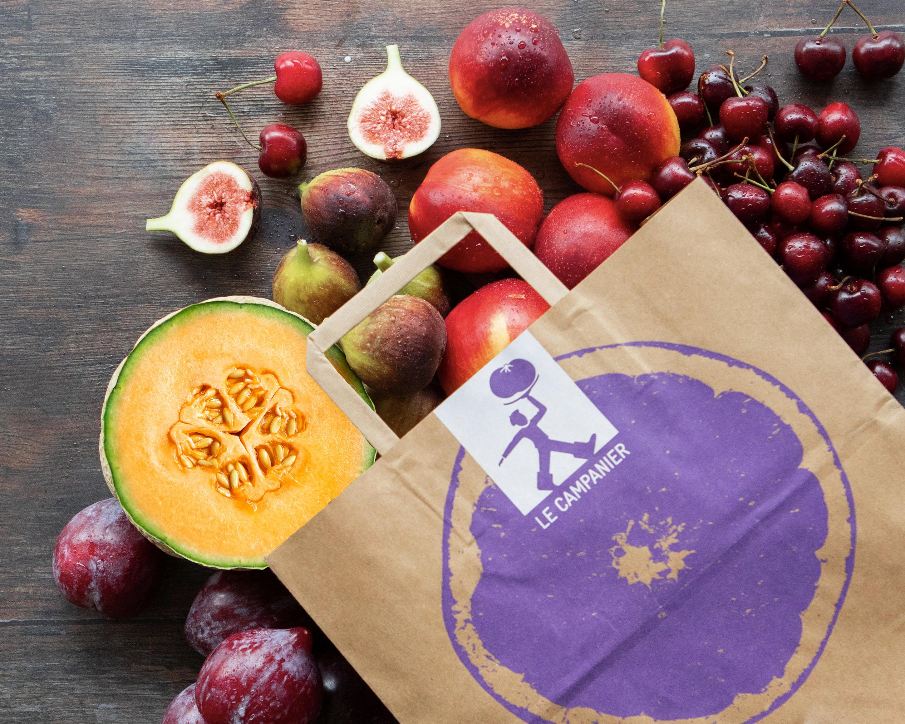 sac de fruits d'été bio : melon, figue, nectarines, cerises et prunes